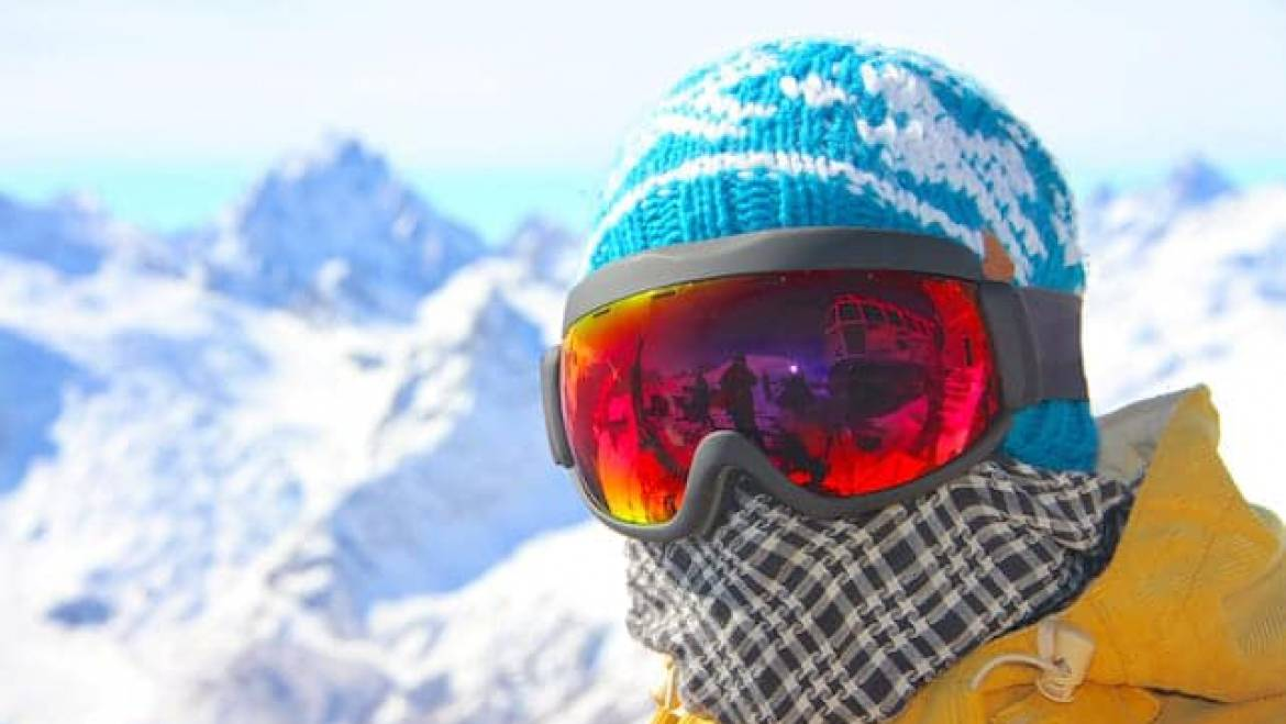 How to Stay Warm During Extreme Cold While Skiing and Snowboarding