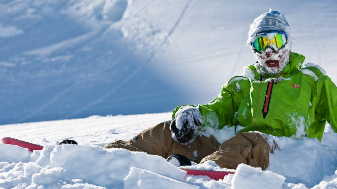 How to Safely Ski and Snowboard in Deep Snow
