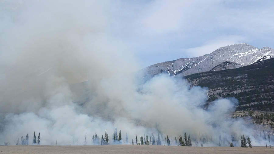 Threatening wildfire smoke in mammoth lakes